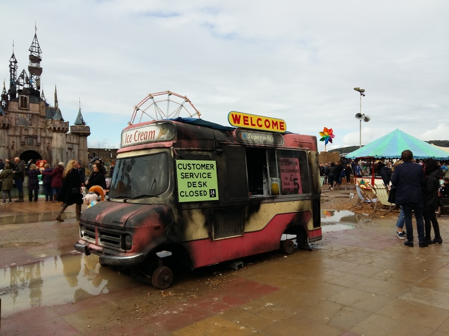 dismaland-ice-cream-van-customer-service